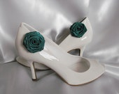 Handmade rose shoe clips in hunter green (dark green)