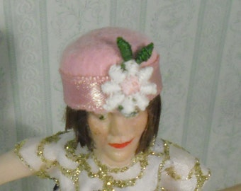 Dollhouse miniature cloche style hat 1/12 scale. Made by Snowflake Miniatures.