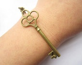 Bracelet---antique bronze key & alloy chain