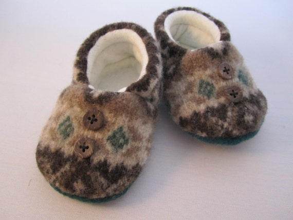 "RESERVED FOR PATRICIA Infant's wool ""woodland"" patterned slippers size 6 to 9 months"