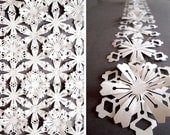 White Tyvek Interlinking Flowers - Garland or Sheet - Pack of 12