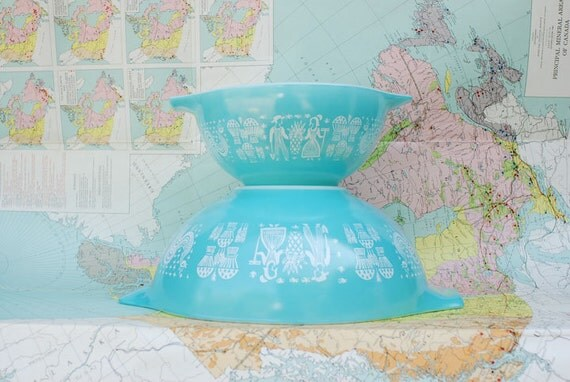 Lovely Turquoise Butterprint Amish Pyrex Cinderella Bowls - 1.5 qt and 4 qt Mixing Bowls