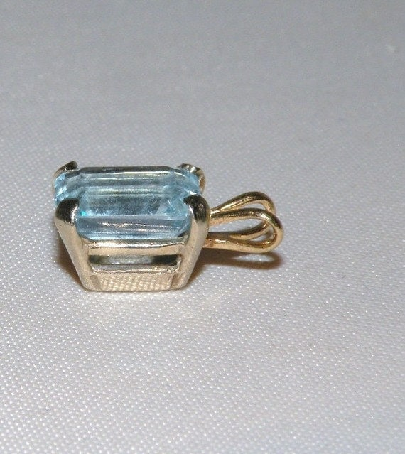 Small Blue Topaz Pendant in Yellow Gold