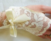 Flower Girl Gloves, Fingerless lace Gloves, Jr. Bridesmaid, Bow,  Ivory Lace ,Wedding , Victorian, Alice in Wonderland Wedding