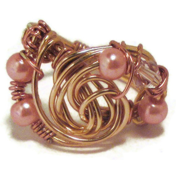 Copper wire ring with pearls