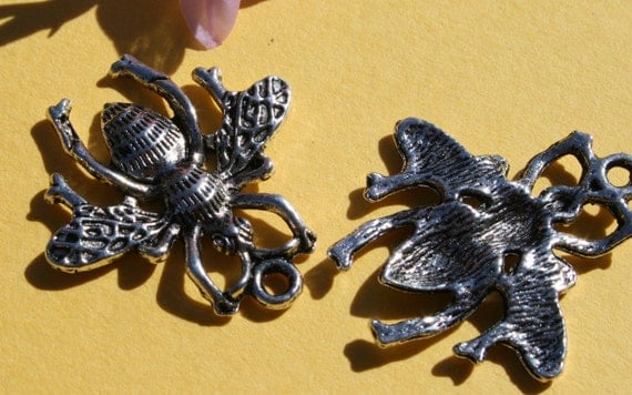 2 - 26x25mm. Silver Bee Charms tsc028-2