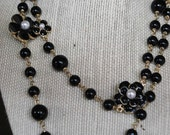 CHANEL LOOK FLOWER black pearl necklace.    last one.