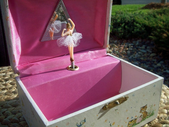 Vintage ballerina jewelry/music box