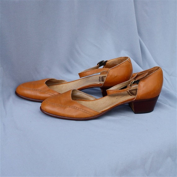 RESERVED for Lan // Tan Mary Jane Heels // Leather // Made in Italy