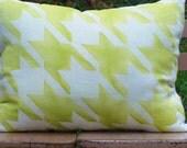 Spring Linen Pillow Houndstooth Yellow Green