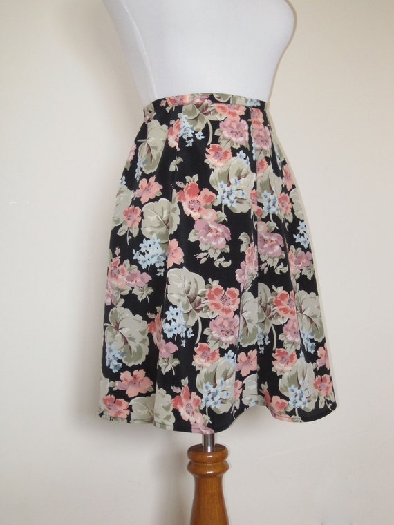 90's Black and Floral Skirt