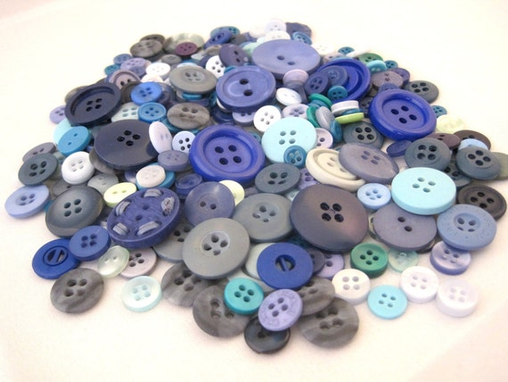 Blue buttons tonal variety pack No. 2 -- lot of 330 buttons