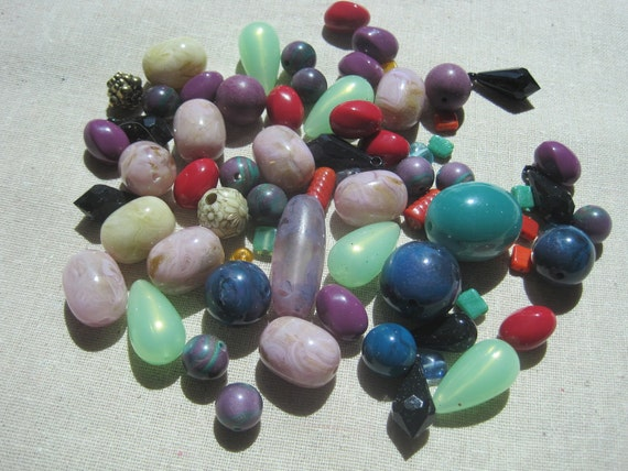 Large assortment of beads -- 106 beads