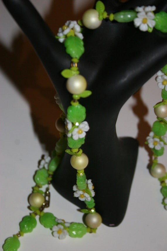 Retro 1950s Floral Necklace