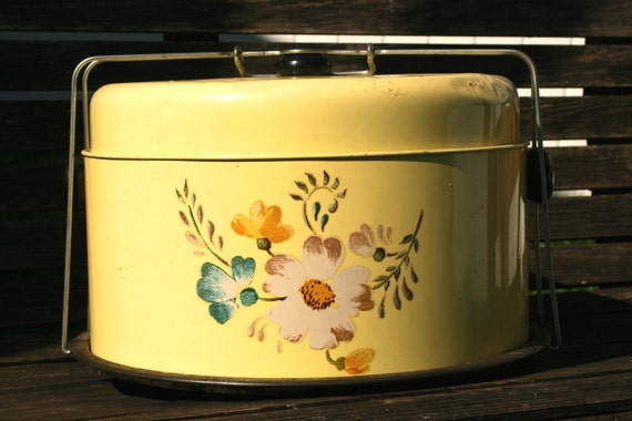 FREE SHIPPING - Vintage Yellow Cake Carrier