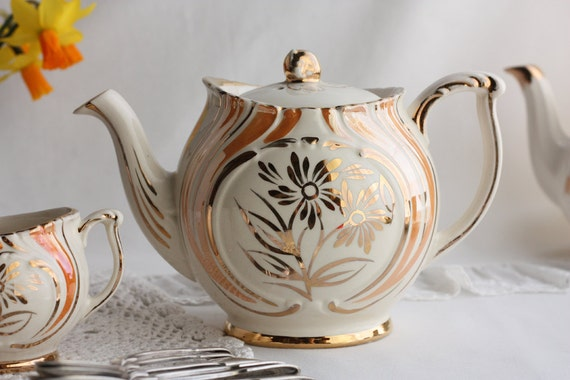 RESERVED FOR SARAH Gibsons teapot and matching sugar bowl and cream jug from the 1950s