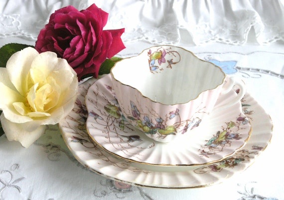 Early 'Dainty' shape tea set from late 1800s/early 1900s, probably pre-Shelley, very collectable cabinet tea cup, saucer and plate