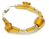 Yellow glass bracelet with fllower a dfoil glass beads