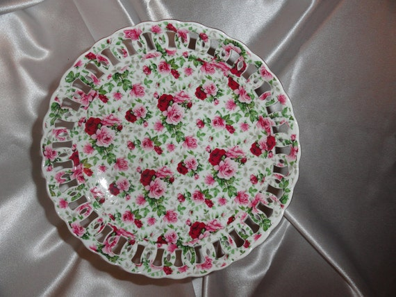 Heavy Pedestal bowl in beautiful pink andburgundy roses, scalloped edges and cutouts.  outside edges have metallic gold trim