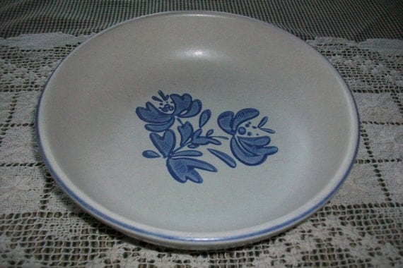 "Pfaltzgraff 8"" Vegetable, serving, bowl in the classic Yorktowne stoneware pattern"