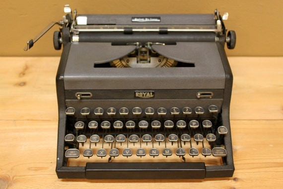Typewriter Royal Quiet DeLuxe portable vintage 1953 grey