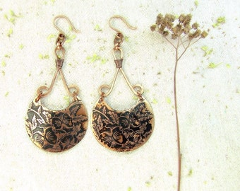 Copper earrings with pansies pattern.