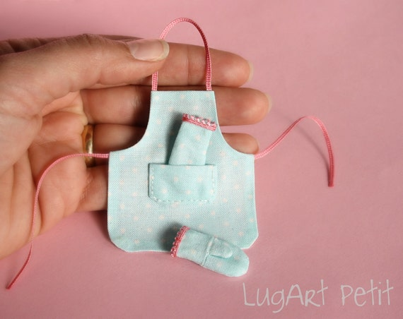 Sweet apron with oven mitts for your dollhouse.