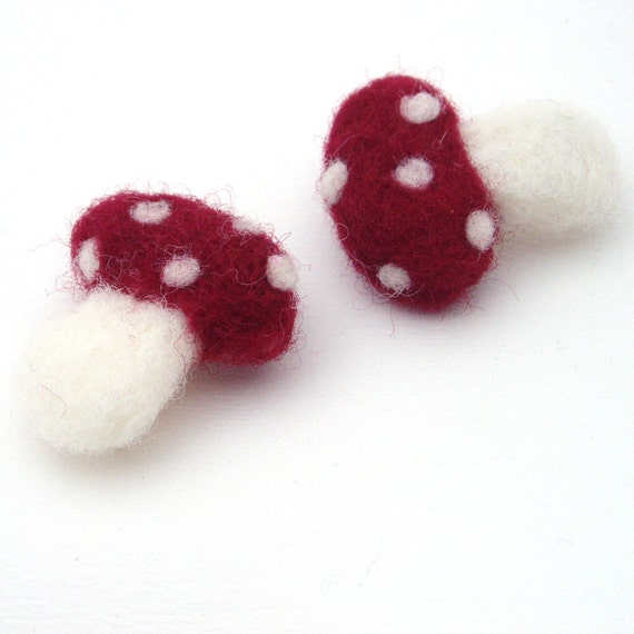 Felt Brooch Toadstools - needle felted toadstools with pin brooch backs - Woodland style brooch - Red toadstool