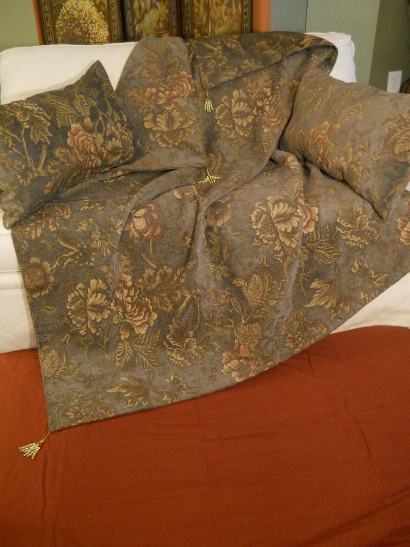 Decorative throw plush green bed throw decorative pillows for Decorative bed throws