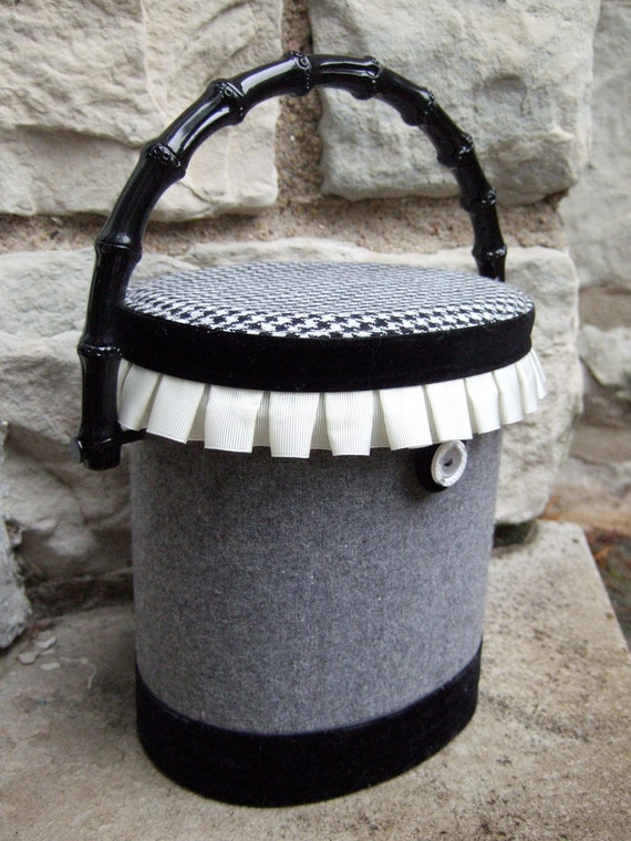 Unique Wool Hounds Tooth Bucket Style Handbag