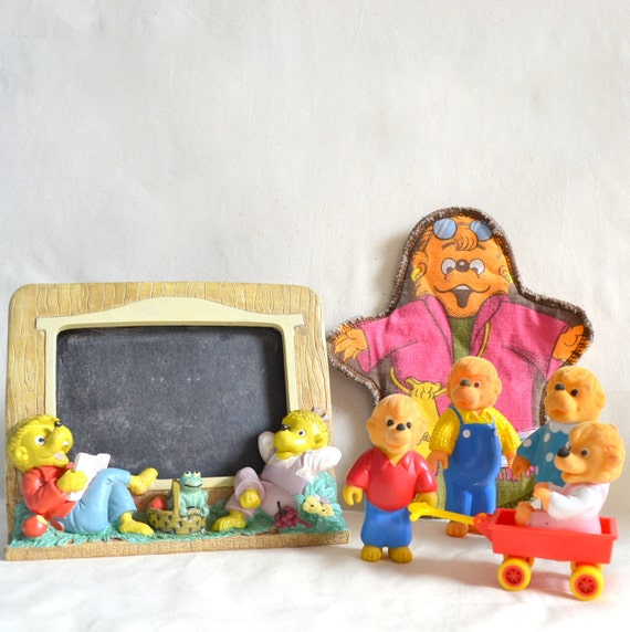 Vintage Lot Berenstain Bears. 4 Figure set w/ wheelbarrow. Great Condition.1980 book collectible