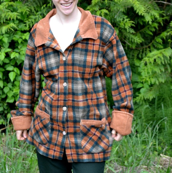 Vintage Jacket Sweater Campfire. Fleece Plaid w/ Corduroy Cuffs and Collar. Women Plus Size 18 / 20 US Woman Button Up. Perfect Condition.