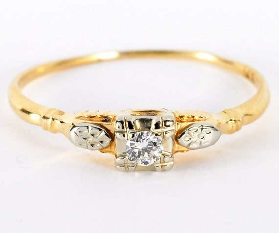 Vintage 14kt Yellow Gold Diamond Solitaire Petite Ring VS-1 F