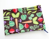 Vegetable Fabric Gift Bag / Garden Cloth Bag / Cooking Goodie Bag / Hostess Goody Bag / 6.25 x 9.5 inches