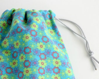 Flower Cloth Gift Bags / Teal Fabric Goody Bags / Birthday Goodie Bags / Party Favors / Treat Bags / 6.25 x 9.5 inches / Set of 5