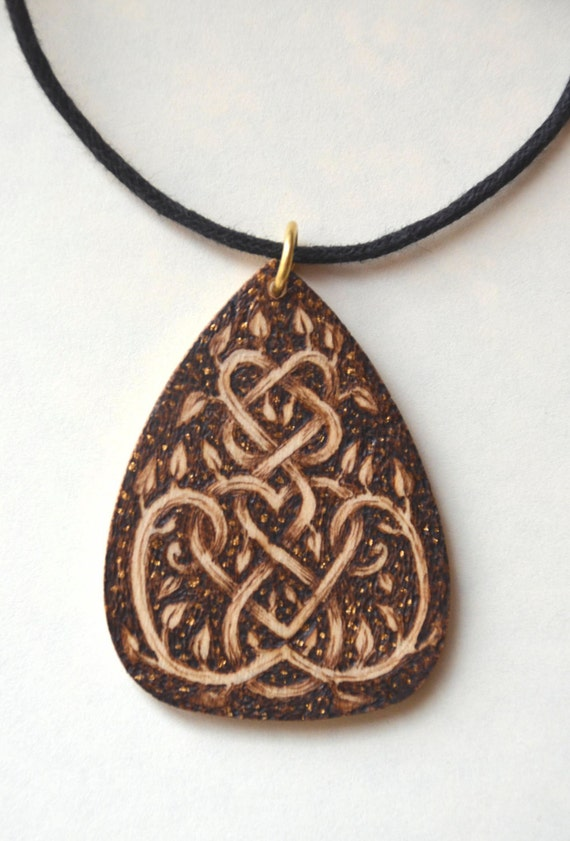 Wooden pyrographed pendant, can be personalized on the back