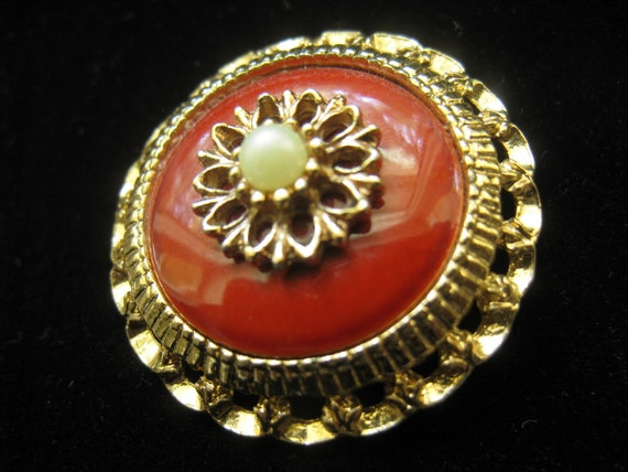 SALE Vintage Sarah Coventry Round Dimensional Brooch with Bright Carnelian Red  or Dark Orange and Gold  Tone Metal