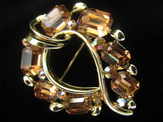 CLEARANCE Vtg LISNER Topaz and AB Rhinestone Brooch in design that falls between Art Deco and Mid Century
