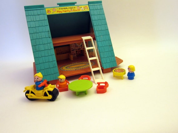 Vintage Fisher price A Frame hosue chalet vintage With Little People 70s toy