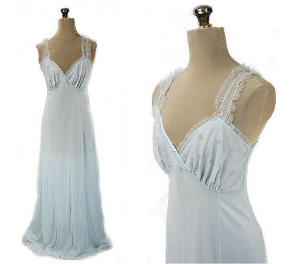 Vintage 50s / 60s Embroidered Long Nightgown, Light Blue S / M  34