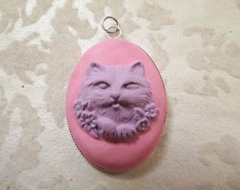 Pastel Creepy Cat Cameo Pendant (purple/pink)