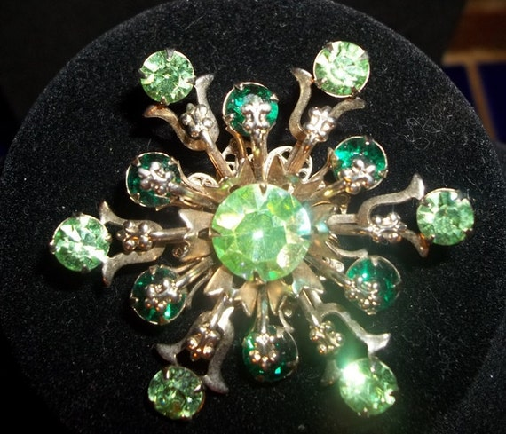 Beautiful Vintage Green Rhinestone Brooch Pin   DD19