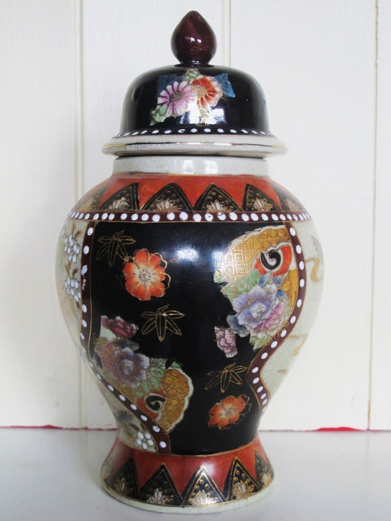 Superb Japanese Satsuma Style Temple Ginger Jar / Pot 9.5 Inches Tall