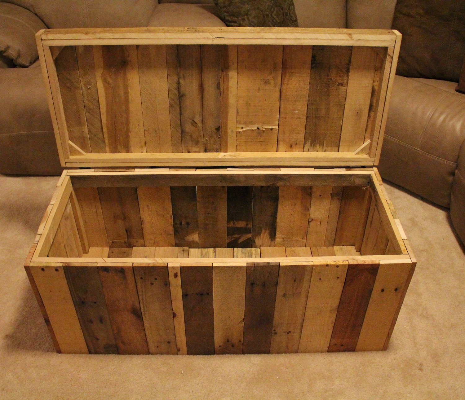 Wooden Furniture For Sale: Reclaimed Pallet Wood Furniture Storage Chest