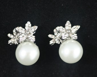 Clip ons Bridal,Lilies and pearls bridal earrings