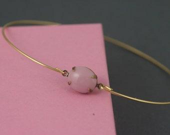 Single stone  Rose pink vintage glass  gold modern  bangle