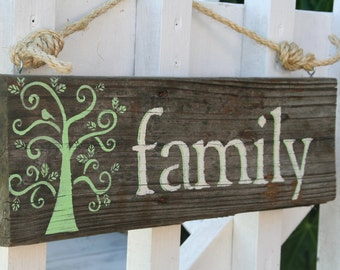 "Relaimed Wood Sign- ""Family"""