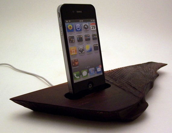 Wooden iPhone or iPod Dock / Charging Station ICN155