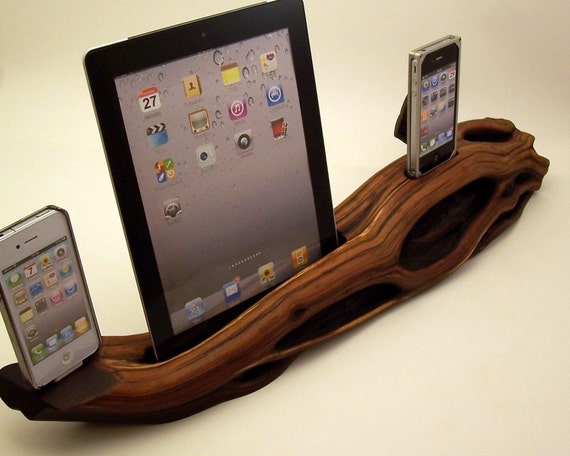 Dual iPhone Dock with iPad Dock ICN202