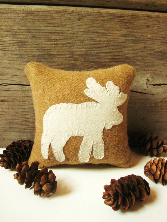 Decorative Pillows / Moose Pillow / Balsam Pillow / Cabin Pillow / Wool Pillow / Tan Moose